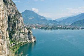 Il panorama su Riva del Garda dal Sentiero del Ponale
